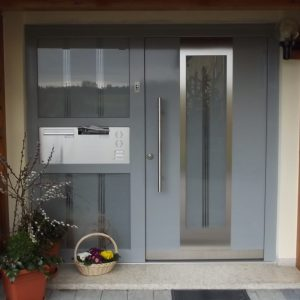 Holz-Alu Türe von außen