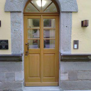 Haustüre aus Eiche mit Rundbogen